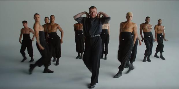 Công khai đồng tính từ lâu, Sam Smith vẫn gây shock khi bung lụa vũ đạo nhiệt tình trong MV mới! - Ảnh 5.