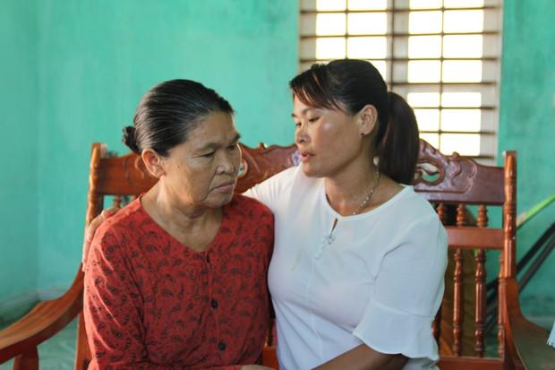 Mẹ già mừng rơi nước mắt đón con gái trở về sau 24 năm lưu lạc xứ người: Tôi không ngờ còn sống để gặp con gái - Ảnh 5.