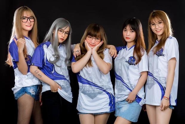Ấn tượng với nhan sắc xinh đẹp của các cô gái RM5S Dark: Đội nữ duy nhất tham gia giải PUBG Firstblood Divine League - Ảnh 1.