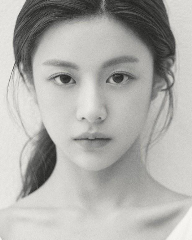 Chỉ một khoảnh khắc tỏ thái độ lồi lõm, gái xinh được so sánh với mợ chảnh Jeon Ji Hyun - Ảnh 9.