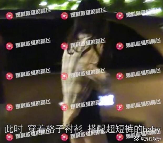 Hình ảnh sốt dẻo nhất Weibo: Angela Baby nửa đêm một mình về nhà, Huỳnh Hiểu Minh sủng đến mức để cửa chờ vợ - Ảnh 3.