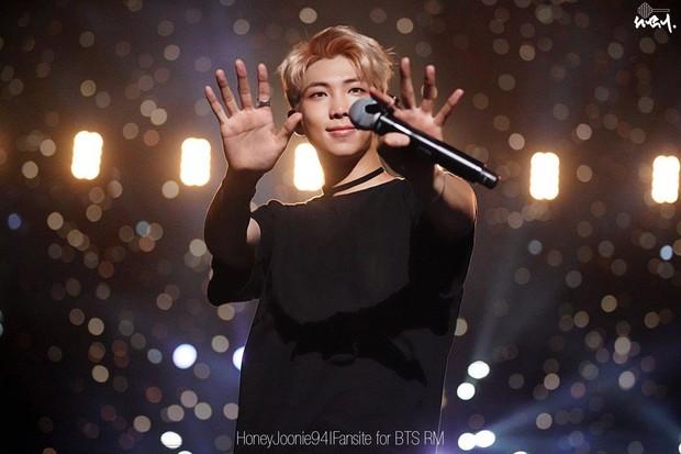 Đọ khả năng ngoại ngữ của loạt sao Kpop: RM (BTS) chỉ giỏi tiếng Anh nhưng Lisa (Black Pink) thạo 4 ngôn ngữ, Jackson (GOT7) biết 5 thứ tiếng! - Ảnh 5.