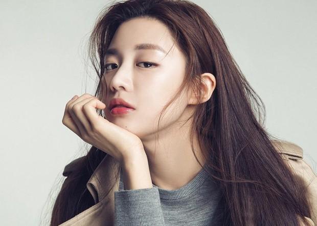 Chỉ một khoảnh khắc tỏ thái độ lồi lõm, gái xinh được so sánh với mợ chảnh Jeon Ji Hyun - Ảnh 2.
