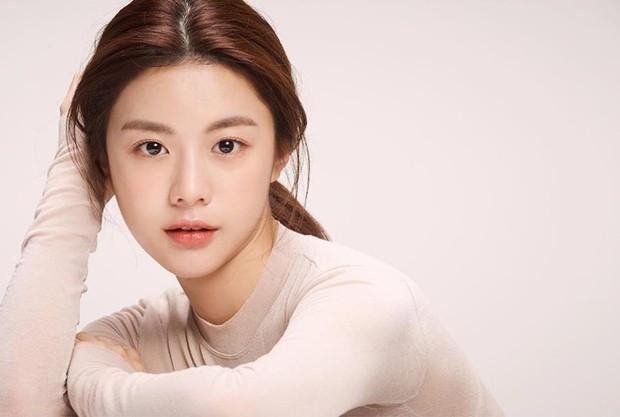 Chỉ một khoảnh khắc tỏ thái độ lồi lõm, gái xinh được so sánh với mợ chảnh Jeon Ji Hyun - Ảnh 4.