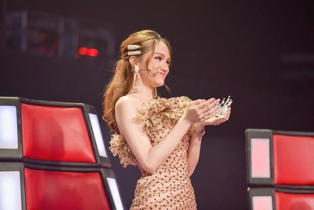 Hương Giang cầm vương miện tuyên bố: Hoa hậu mà còn hát hay chỉ có mình tôi ở Việt Nam - Ảnh 3.