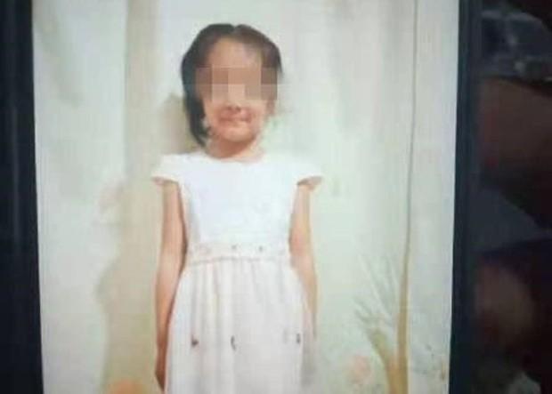 Bé gái mất tích được tìm thấy trong tình trạng đã chết tại nhà hoang và kẻ thủ ác lại chính là anh họ chỉ mới 12 tuổi - Ảnh 2.