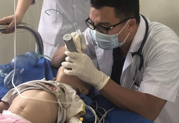 Ngỡ ngàng: Bé trai 12 tháng tuổi suy hô hấp nguy kịch do ngộ độc... thuốc phiện - Ảnh 1.