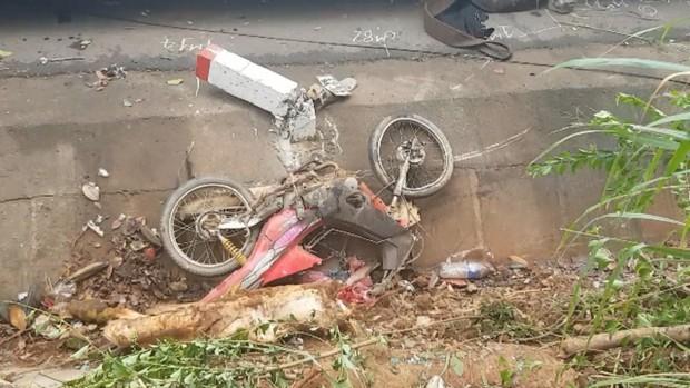 Xe khách tông xe máy rồi lao thẳng vào gốc cây, 1 người chết, nhiều người bị thương - Ảnh 3.