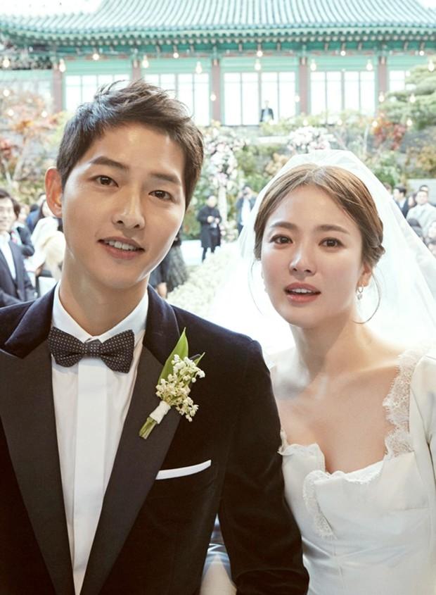 Ơn giời, Song Hye Kyo cuối cùng đã lộ diện: Âm thầm xem ảnh chồng Song Joong Ki khi cả thế giới đồn ngoại tình - Ảnh 6.