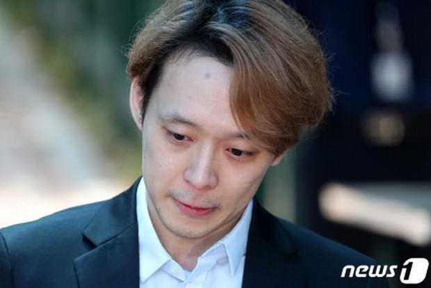 NÓNG: Park Yoochun mếu máo khóc, chính thức bị tuyên án tù vì bê bối ma túy với hôn thê tài phiệt - Ảnh 5.