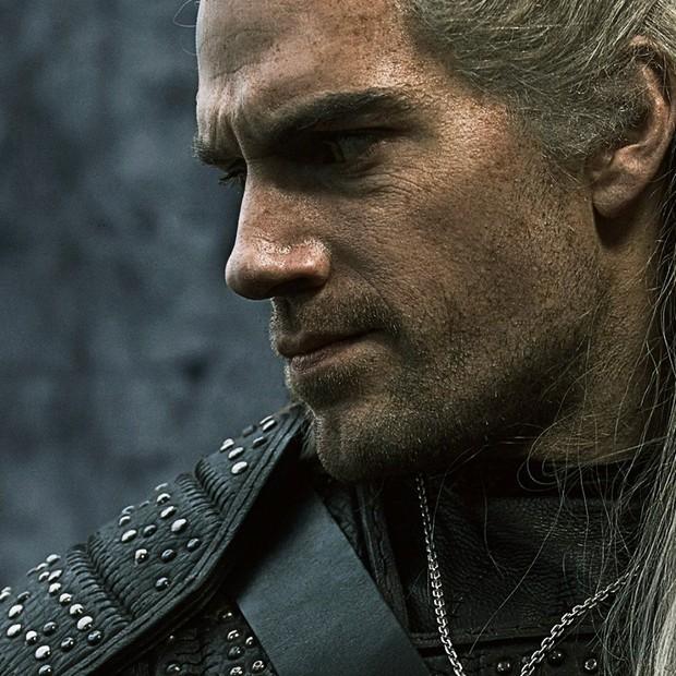 Chán làm siêu nhân, Henry Cavill chuyển sang bắt nạt quái vật trong The Witcher - Ảnh 2.