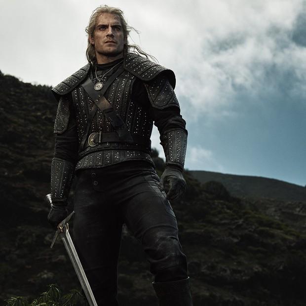 Chán làm siêu nhân, Henry Cavill chuyển sang bắt nạt quái vật trong The Witcher - Ảnh 1.