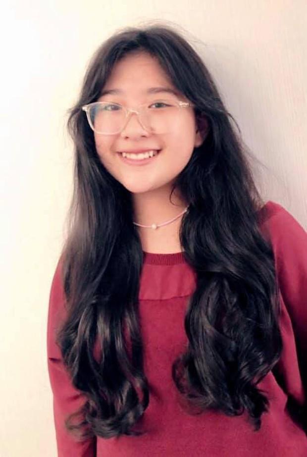 Con gái lớn MC Quyền Linh sớm bộc lộ tố chất beauty blogger với khả năng làm tóc điệu nghệ - Ảnh 4.