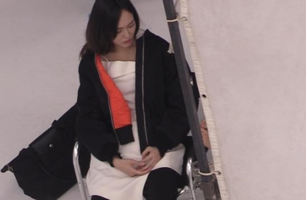 Hình ảnh hot nhất Weibo: Đường Yên lộ bụng bầu cùng vóc dáng nặng nề, phải cần trợ lý dìu đi - Ảnh 4.