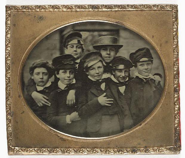 Những bức ảnh hiếm cách đây 170 năm hé lộ lí do khó đỡ vì sao người xưa không mỉm cười khi chụp hình - Ảnh 12.