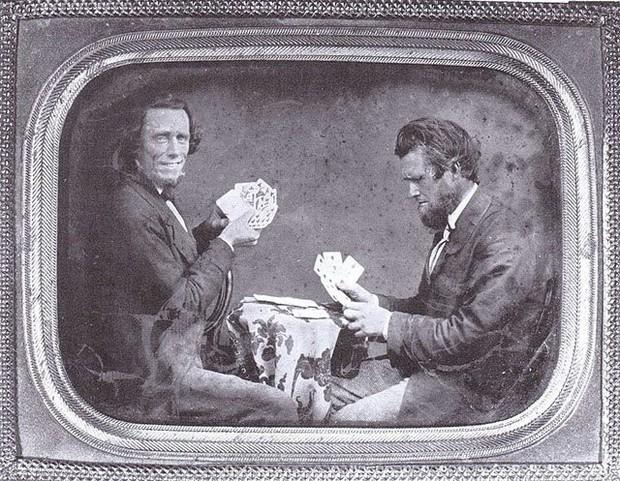 Những bức ảnh hiếm cách đây 170 năm hé lộ lí do khó đỡ vì sao người xưa không mỉm cười khi chụp hình - Ảnh 11.