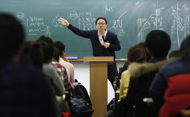 Từ bộ phim Ký sinh trùng đến đời thực ở Hàn Quốc: Văn hóa Học hoặc chết trong xã hội trọng bằng cấp - Ảnh 5.