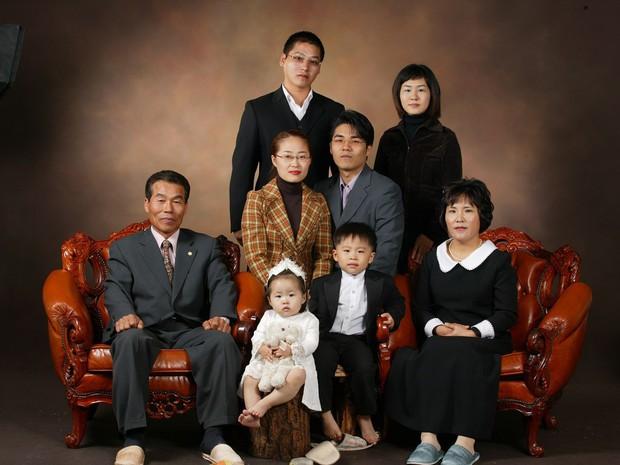 9 kiểu gia đình dị biệt Hàn Quốc: Một vợ một chồng, không có con cho đến người và... cái cây - Ảnh 1.