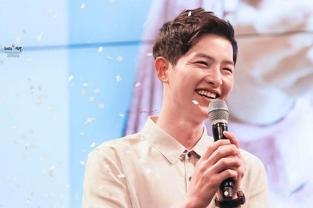 Ơn giời, Song Hye Kyo cuối cùng đã lộ diện: Âm thầm xem ảnh chồng Song Joong Ki khi cả thế giới đồn ngoại tình - Ảnh 3.