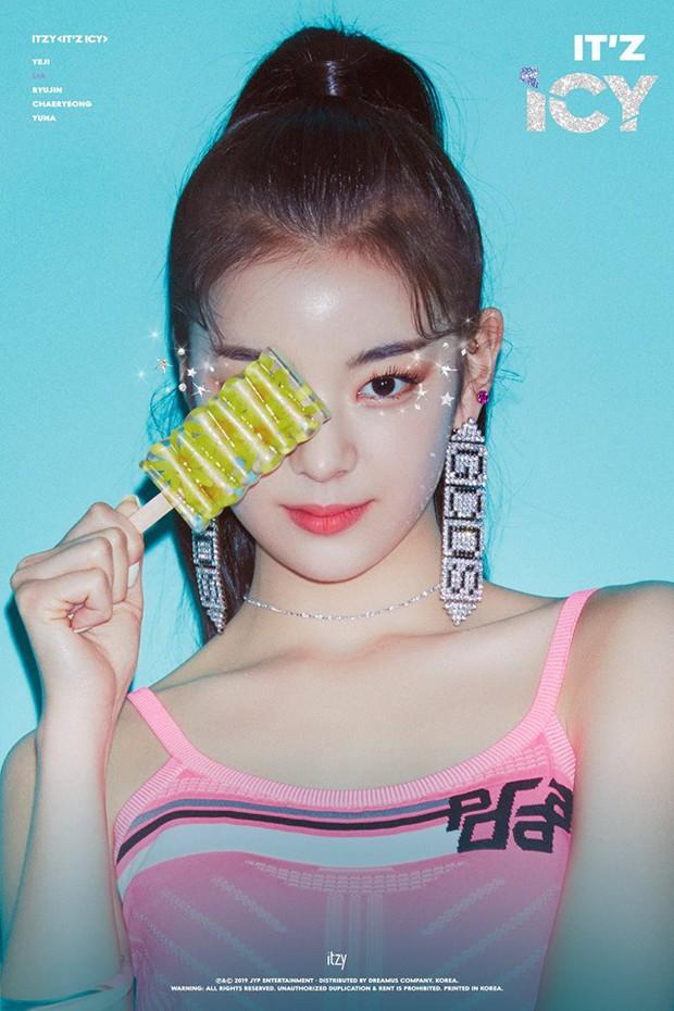Teaser mới của ITZY: Tươi sáng với concept hè nhưng liệu có bị JYP dìm vì ảnh nền nhà quê như TWICE? - Ảnh 4.