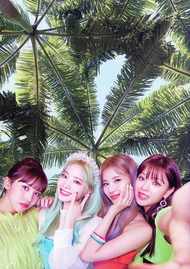 Teaser mới của ITZY: Tươi sáng với concept hè nhưng liệu có bị JYP dìm vì ảnh nền nhà quê như TWICE? - Ảnh 11.