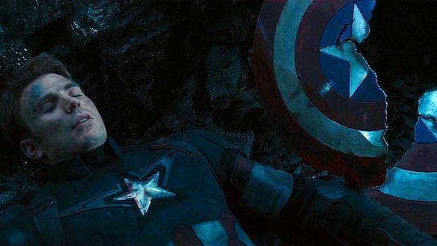 Đoạn kết ENDGAME lẽ ra còn điếng người hơn: Thanos đồ sát cả đội Avengers, tha đầu Captain America làm chiến lợi phẩm? - Ảnh 2.