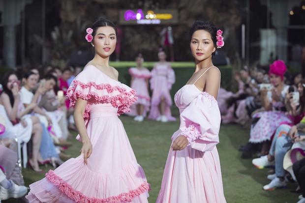 Lâu lắm mới thấy Thanh Hằng và HHen Niê cẩm hường thế này trên sàn diễn, hóa ra có lý do cả - Ảnh 7.