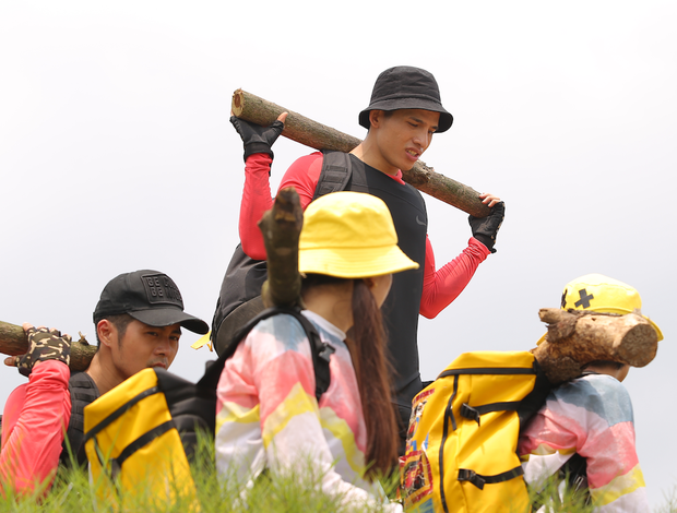 Cuộc đua kỳ thú tập 3: Hương Giang bất ngờ xuất hiện tái ngộ người cũ, đội Đỏ dừng chân - Ảnh 3.