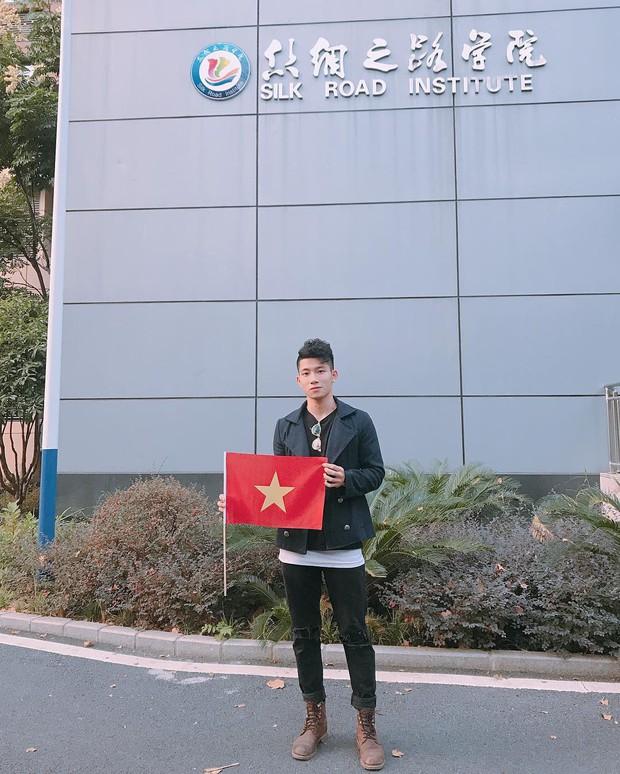 Đốn tim các chị em bằng ngoại hình không khác gì soái ca, chàng trai du học sinh Trung Quốc này đang gây bão cộng đồng mạng... - Ảnh 2.