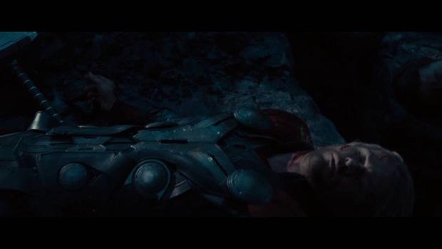 Đoạn kết ENDGAME lẽ ra còn điếng người hơn: Thanos đồ sát cả đội Avengers, tha đầu Captain America làm chiến lợi phẩm? - Ảnh 3.