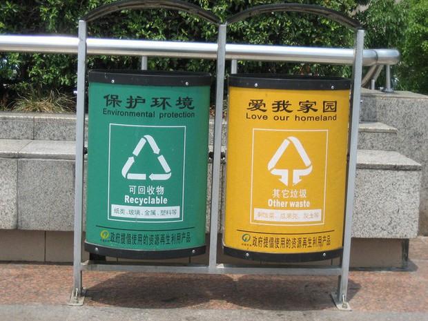 Ở Trung Quốc, đi đổ rác cũng bị nhận diện khuôn mặt: Phân loại sai hay vứt rác không đúng chỗ sẽ bị phạt nặng và giảm điểm tín nhiệm xã hội - Ảnh 1.