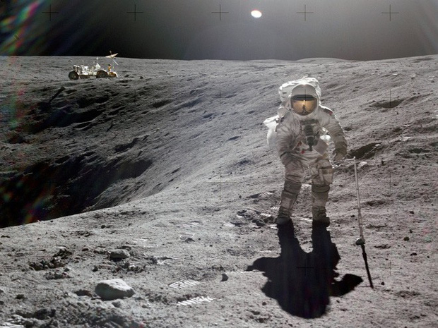 Trải nghiệm kinh hoàng: Phi hành gia Apollo suýt bỏ mạng khi thử nhảy cao trên Mặt Trăng - Ảnh 1.