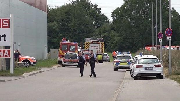 Đức: Máy bay bất ngờ lao xuống đất, ít nhất 3 người thiệt mạng - Ảnh 1.