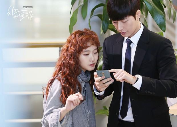 Kim Go Eun công khai thả thính mỹ nam Jung Hae In, quên luôn dàn bạn diễn cực phẩm - Ảnh 2.