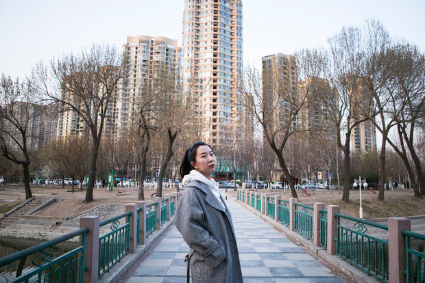 Nỗi khổ của phụ nữ Trung Quốc: Ở công ty thì bị phân biệt, về nhà cam chịu chồng ngoại tình, ngược đãi vì lo sợ ly hôn trắng tay - Ảnh 1.