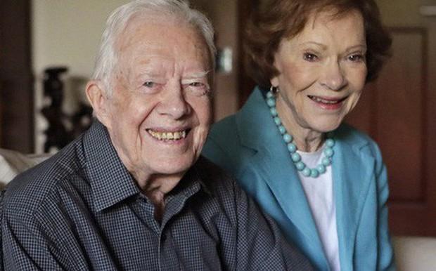 Bí quyết giữ lửa tình yêu của vợ chồng cựu Tổng thống Hoa Kì Jimmy Carter trong suốt 73 năm: Đơn giản nhưng hiệu quả, mọi cặp đôi đều phải nể phục - Ảnh 2.