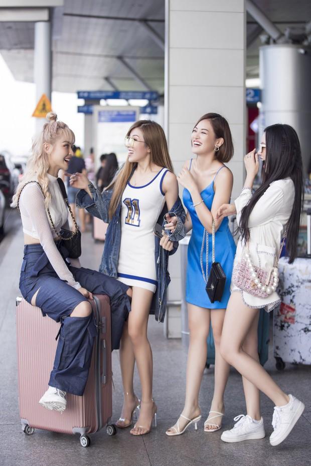 Hội bạn thân toàn mỹ nhân Vbiz tạo nên màn tái ngộ mãn nhãn tại sân bay sang Singapore, nhưng sắc vóc ai nhỉnh hơn? - Ảnh 2.