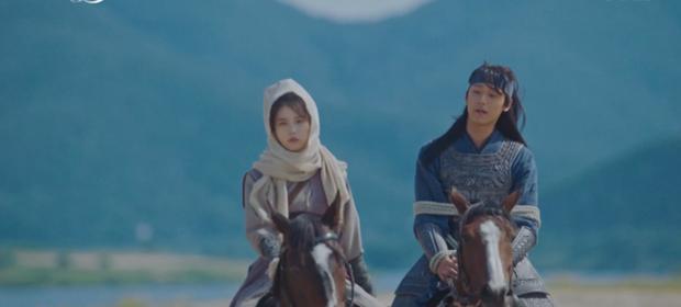 Lee Jun Ki hóa linh mục trừ tà nhiệt huyết, khiên IU nổi cơn tanh bành trong tập 3 Hotel Del Luna - Ảnh 5.
