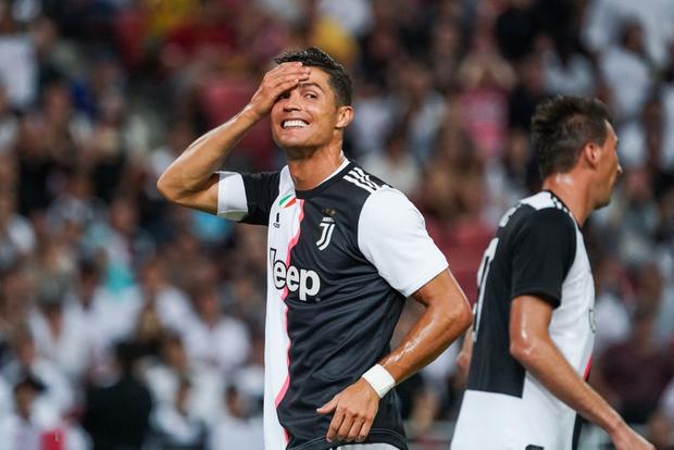 Lẻn vào sân, cậu bé ở Singapore không bị bảo vệ lôi ra ngoài mà còn khiến trẻ em toàn thế giới phải ngưỡng mộ vì được hưởng quá nhiều đặc quyền từ Ronaldo - Ảnh 9.