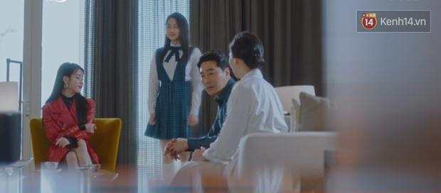 Lee Jun Ki hóa linh mục trừ tà nhiệt huyết, khiên IU nổi cơn tanh bành trong tập 3 Hotel Del Luna - Ảnh 11.