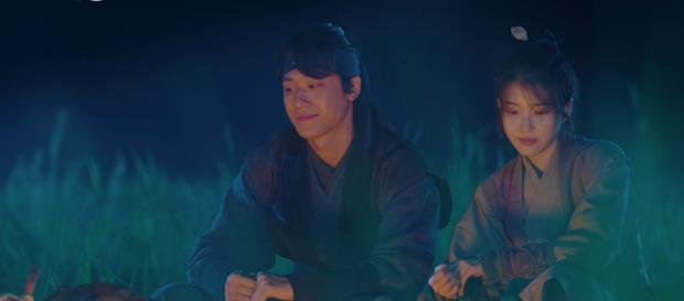 Lee Jun Ki hóa linh mục trừ tà nhiệt huyết, khiên IU nổi cơn tanh bành trong tập 3 Hotel Del Luna - Ảnh 6.