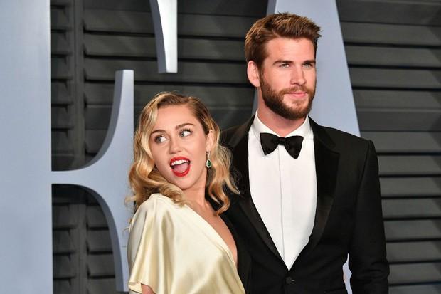 Hôn nhân của Liam Hemsworth và Miley Cyrus đáng báo động hơn bao giờ hết sau khi Miley ngựa quen đường cũ? - Ảnh 2.