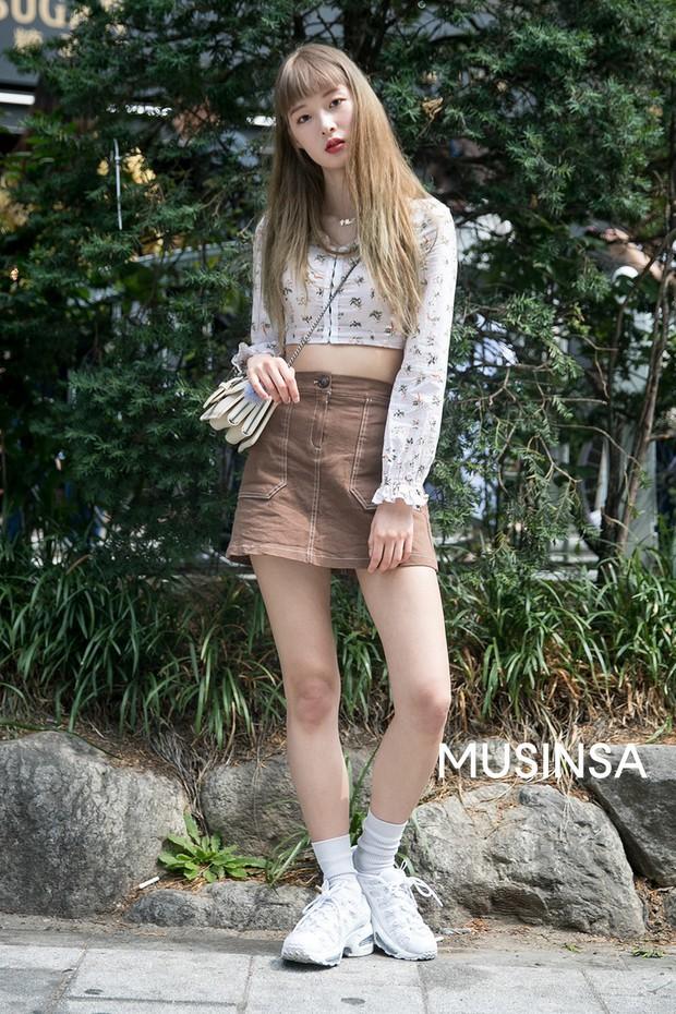 Toàn đồ basic nhưng mô đen hết cỡ, street style Hàn Quốc tuần qua sẽ khiến bạn muốn copy ngay và luôn - Ảnh 7.