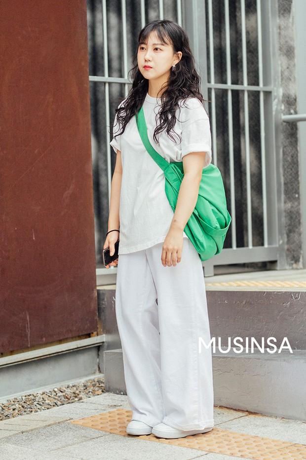 Toàn đồ basic nhưng mô đen hết cỡ, street style Hàn Quốc tuần qua sẽ khiến bạn muốn copy ngay và luôn - Ảnh 9.