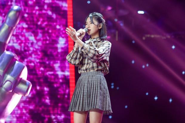 Giọng hát Việt nhí: Phạm Quỳnh Anh cướp vương miện của Hương Giang trao cho cô bé 11 tuổi - Ảnh 8.