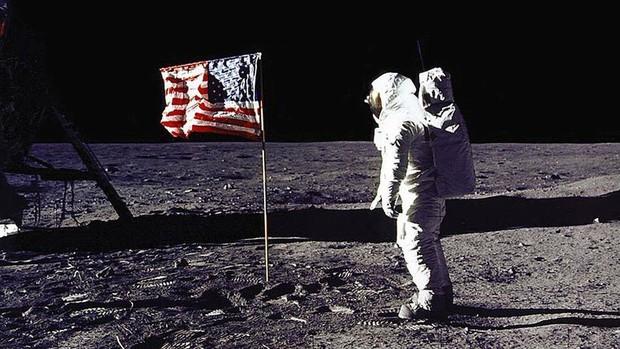 Đây là lý do vì sao việc đưa con người lên Mặt trăng của NASA không thể là giả được - Ảnh 1.