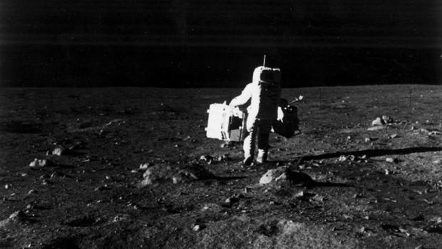 Đây là lý do vì sao việc đưa con người lên Mặt trăng của NASA không thể là giả được - Ảnh 2.