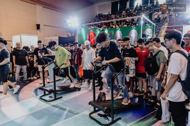 Mặc kệ nắng nóng, hàng ngàn bạn trẻ Sài Gòn vẫn rồng rắn xếp hàng để tham dự ngày hội sneaker lớn nhất trong năm - Ảnh 16.