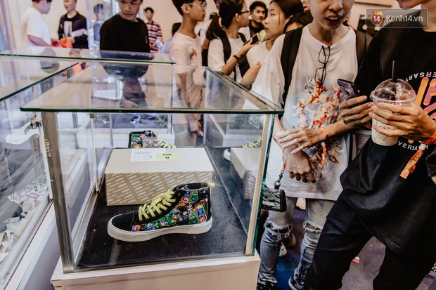 Mặc kệ nắng nóng, hàng ngàn bạn trẻ Sài Gòn vẫn rồng rắn xếp hàng để tham dự ngày hội sneaker lớn nhất trong năm - Ảnh 11.