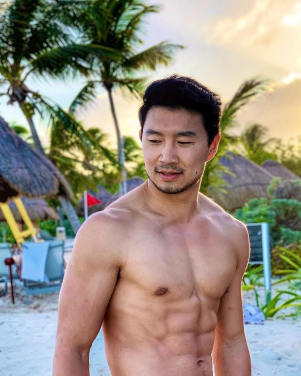 Siêu anh hùng Shang Chi mới nhà Marvel: Anh kế toán bị đuổi việc trở thành mỹ nam siêng cởi hot nhất Canada - Ảnh 15.